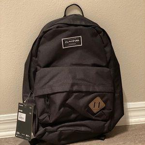 NWT DAKINE 365 21L Backpack
